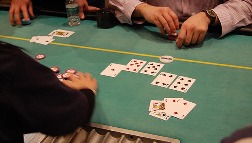 在奧馬哈撲克遊戲中下注時