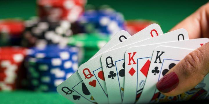 如何玩奧馬哈撲克(PLO):遊戲的正式規則